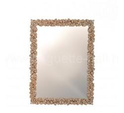 Прямоугольное зеркало в красивом багете
